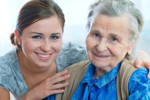 Es geht auch ohne Pflegeheim: 24 Stunden Seniorenbetreuung für Zuhause